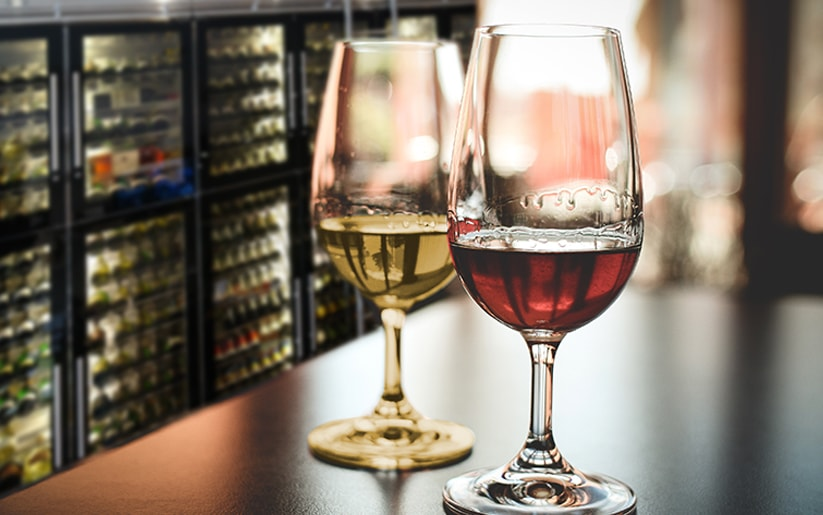 Why we should put red wines in the fridge and take white wines out